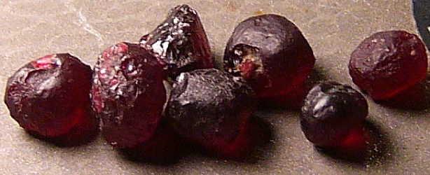PIropo grezzo-Granato grezzo-granato piropo grezzo-rough garnet-garnet rough-pyrope rough-rough pyrope-piedras grezza-piedras preciosas garnet
