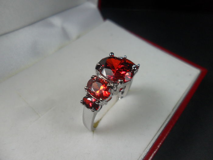 anello-montataura-granato-rosso